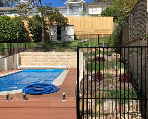 Narrabeen - mixed aluminium pool fence with frameless glass